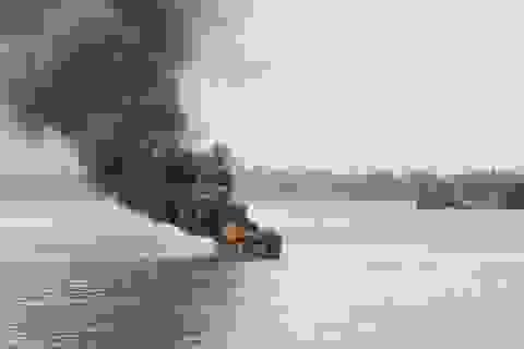 Thuyền phát nổ sau khi rời bến, 3 người phỏng nặng