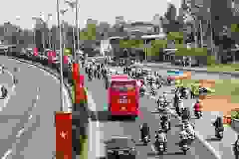 Cần Thơ - Sài Gòn: Một bên vắng hoe, một bên tấp nập người và xe