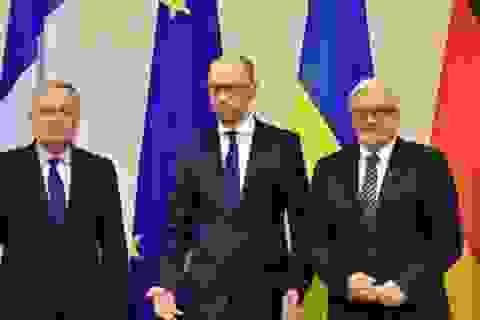 Chính quyền Ukraine phản kháng yếu ớt, ông Yanukovych trở lại?