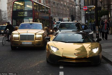 """Đại gia Ả rập """"dát vàng"""" đường phố Anh bằng dàn siêu xe cực khủng"""
