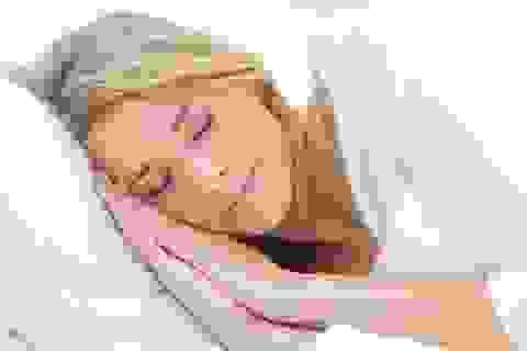 Có thể bị méo mặt khi để tóc ướt đi ngủ