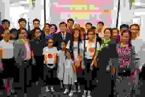 Chủ tịch nước trò chuyện với Cộng đồng người Việt tại Mozambique