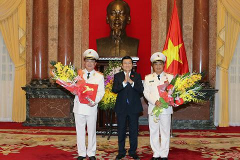Chủ tịch nước phong, thăng quân hàm Thượng tướng cho hai lãnh đạo Bộ Công an