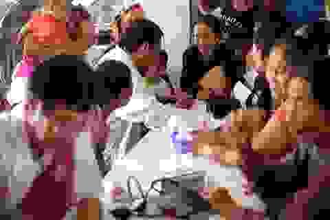Khám bệnh phát thuốc cho bà con vùng lũ: Những tấm lòng đồng cảm, thấu hiểu