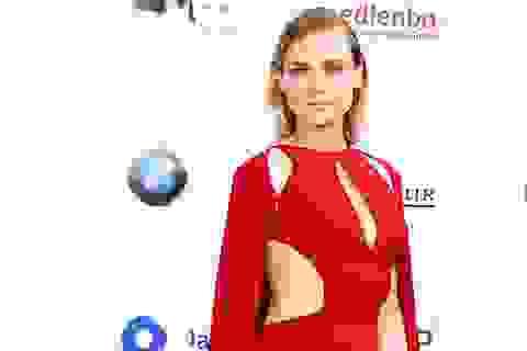 Kiều nữ phim Troy đẹp kiêu sa với váy đỏ