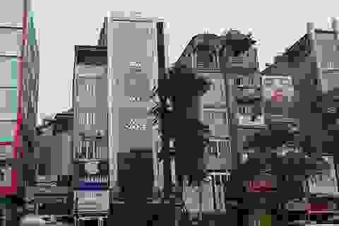 """Hà Nội: Tồn tại hàng loạt biển quảng cáo karaoke """"khủng"""" dễ cháy nổ thảm khốc"""