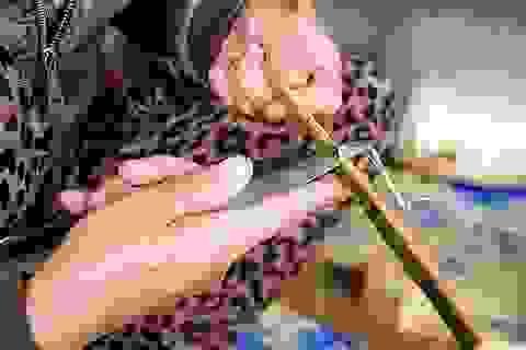Kiếm tiền triệu nhờ những đôi đũa truyền thống