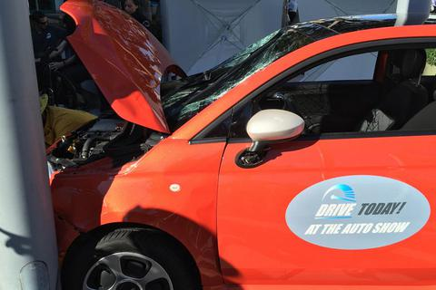 Gây tai nạn khi lái thử xe tại triển lãm