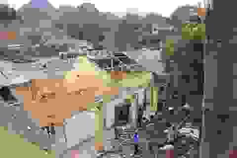 Gió lốc phá hỏng hơn 150 mái nhà