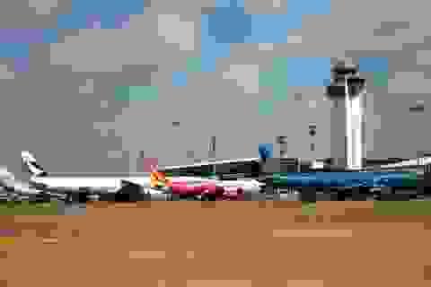 """Điều kiện kinh doanh hàng không: Khi Nghị định """"đá"""" Luật"""