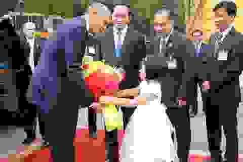 Điều ít biết về bé gái lớp 1 tặng hoa Tổng thống Obama ở Phủ Chủ tịch