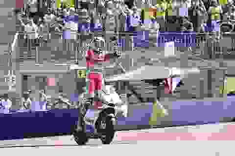 """Ducati """"nhuộm đỏ"""" đường đua với chiến thắng của Iannone"""