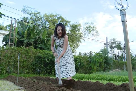Trung Dũng, Lan Trinh tập làm nông dân