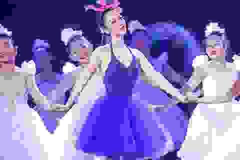 Linh Nga đẹp như mộng trên sân khấu