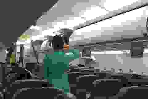 Rơi iPhone 6 trên máy bay, khách VIP tát nữ tiếp viên