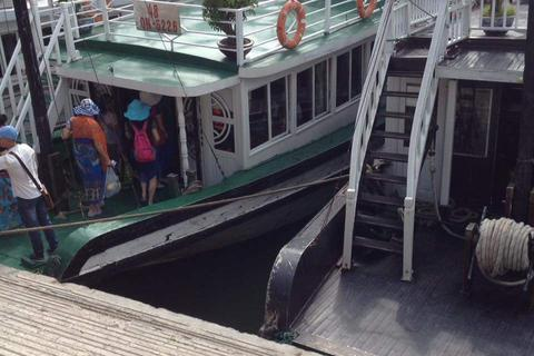 Du khách không còn được ngắm vịnh Hạ Long từ boong tàu