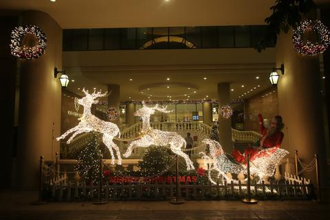 Không khí Giáng sinh rộn ràng đường phố Sài Gòn