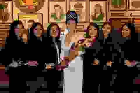 Hoa hậu Vivian Văn đẹp khả ái trong ngày lễ tình nhân