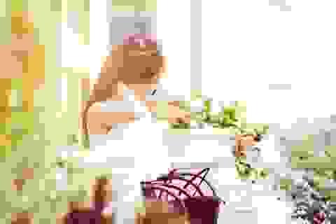 Hoa khôi Lan Phương xuất hiện bất ngờ với phong cách thời trang dạo phố ấn tượng