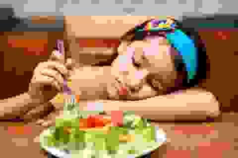 """Con gái """"bé nứt mắt"""" đã đòi nhịn ăn giảm béo"""