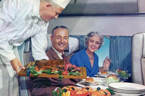 Tiết lộ thực đơn cao cấp trên máy bay những năm 1950