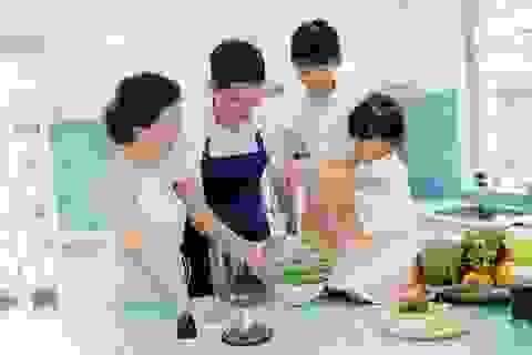 Bình Minh cùng hai công chúa trổ tài vào bếp