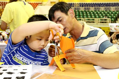 Trò chơi thủ công, vận động hút trẻ em Sài Gòn