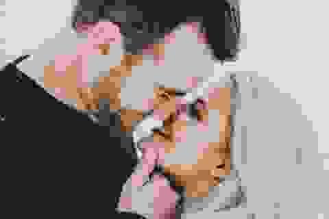 """Những câu chuyện """"nhớ đời"""" về nụ hôn đầu tiên"""