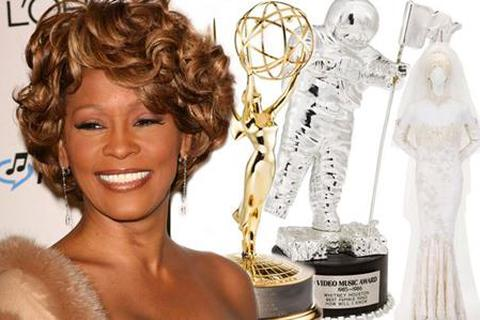 Váy cưới và nhiều đồ dùng cá nhân của Whitney Houston được đem bán đấu giá