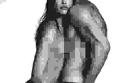 """Siêu mẫu Nga chụp ảnh """"nude"""" táo bạo"""