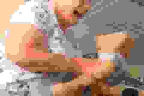 Bà góa 83 tuổi mất trí nhớ vỡ òa xúc động khi nghe lại giọng nói của chồng