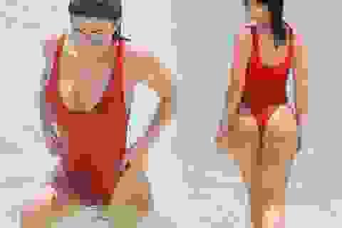 Kylie Jenner khoe vòng ba ngoại cỡ