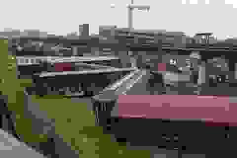 Tàu hỏa trật bánh tại thủ đô Washington làm rò rỉ hóa chất độc hại