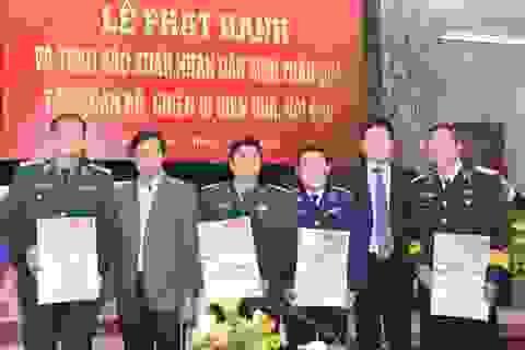Vietcombank tặng 2.000 tờ báo Xuân cho các chiến sĩ đang làm nhiệm vụ ở biên giới, hải đảo