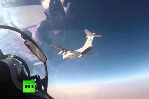 Video vận tải cơ IL-76 thả hàng cứu trợ nhân đạo cho người dân Syria