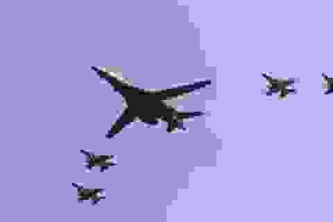 B-1B Mỹ bay vài vòng kê thuốc an thần cho đồng minh