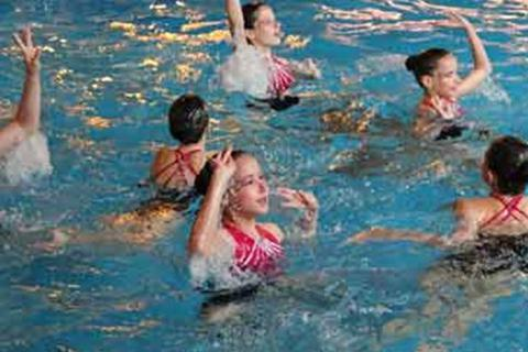 Cô gái gốc Việt đầu tiên ở đội bơi nghệ thuật xuất sắc nhất thế giới