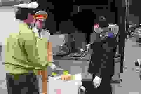 Cảnh sát giao thông bắt xe chở hơn 1,4 tấn nầm động vật tại Bắc Giang