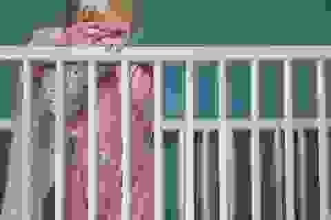 Gửi con cả đêm - chuyện khó tin của những bà mẹ đầy áp lực