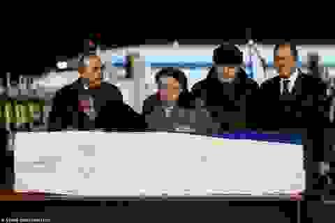 Mẹ và phu nhân nghẹn ngào nước mắt bên linh cữu Đại sứ Nga