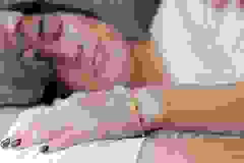 """""""Bí kíp"""" ngủ ngon khi trời nóng bức"""