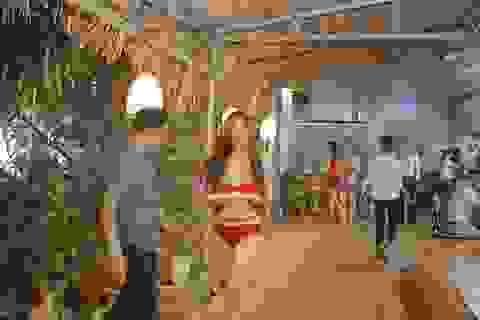 Xử phạt 40 triệu đồng nhà hàng để nhân viên mặc bikini bưng đồ ăn