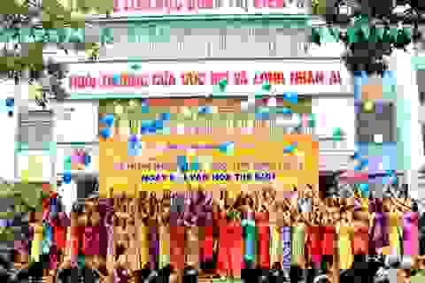 Thầy trò rạng rỡ trong lễ kỷ niệm ngày Nhà giáo Việt Nam