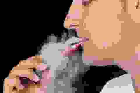 Cha mẹ không nhận ra mối nguy hiểm của việc hút thuốc lá điện tử gần trẻ em