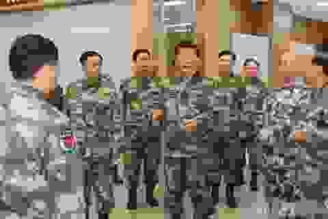 Ông Tập giữ chức Tổng tư lệnh: Thế giới cẩn trọng