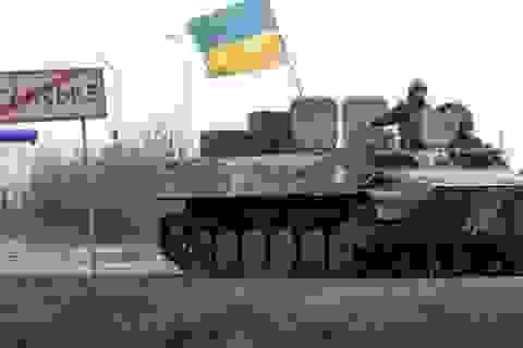 Quân đội Ukraine chuyển nhiều vũ khí tối tân đến sát Donbass