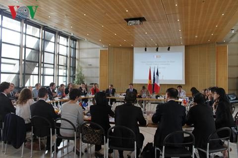 Tổng thống Pháp thăm Việt Nam: Luồng gió mới cho quan hệ hai nước
