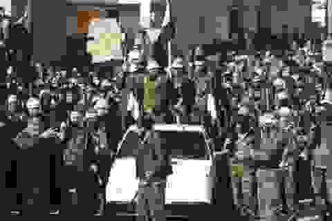 """Mỹ sốc: """"Con đẻ"""" phản chiến, """"con nuôi"""" chống đối ở Syria"""