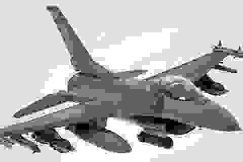 """""""Ông già Noel"""" lái chiến đấu cơ không kích IS"""