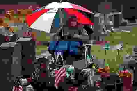 Kinh hãi những người sống bên xác chết trong nhiều năm